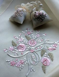 Wonderful Ribbon Embroidery Flowers by Hand Ideas. Enchanting Ribbon Embroidery Flowers by Hand Ideas. Machine Embroidery Projects, Learn Embroidery, Free Machine Embroidery Designs, Silk Ribbon Embroidery, Crewel Embroidery, Embroidery Kits, Embroidery Needles, Embroidery Purse, Abstract Embroidery