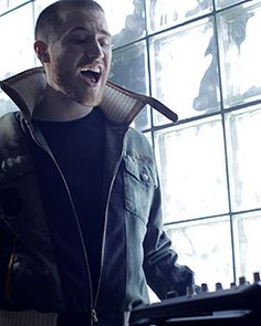 Mike Posner singing to a beat machine? Haha