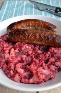 """In het kader van de """"doe maar normaal"""" week, weer een lekker recept voor Hollandse kost, stamppot rode bieten."""