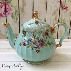 Idr 3.500 Sadler turquoise floral teapot in very good condition.