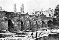 The old Trent Bridge, Nottingham, prior to Nottingham City, Clifton Nottingham, Urban Sketchers, History Photos, Slums, Derbyshire, Back In The Day, Brooklyn Bridge, Historical Photos