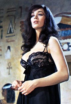 Actress Valerie Leon in a Scene from the Hammer Horror Film Blood . Sexy Horror, British Actresses, Actors & Actresses, Gorgeous Women, Beautiful People, Valerie Leon, Hammer Horror Films, Hammer Films, Vintage Horror