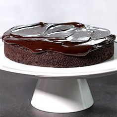 Cake Decorating 11329436548779712 - This crazy cake gluten free chocolate cake is made with no eggs, no butter, and no chopped chocolate—but it's still super moist and tender. And packed with chocolate flavor. Source by gfshoestring Gluten Free Chocolate Cake, Gluten Free Sweets, Gluten Free Cakes, Gluten Free Baking, Chocolate Flavors, Dairy Free Recipes, Vegan Chocolate, Cake Chocolate, Healthy Recipes