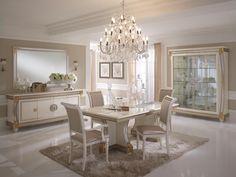 El salón comedor es una habitación bastante grande y luminosa. En el centro se encuentra una mesa bianca y cuatro sillas blancas. En el suelo hay una grande alfombra y al lado de la mesa hay una cajonera blanca, encima de esta hay un espejo muy grande. En esta habitación a menudo comemos juntas y es una cosa hermosa porque nos reunimos aquí.