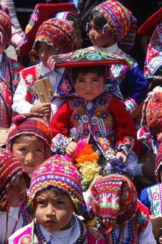 """La Moda que Viste"" en Key Biscayne Beautiful Children, Beautiful People, Innocent Child, Key Biscayne, Inca, Young Black, Golden Child, Folk Costume, Interesting Faces"