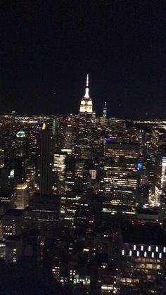 New York School, New York Life, Nyc Life, Adventure Aesthetic, City Aesthetic, Travel Aesthetic, Nyc At Night, New York Night, Nyc Background