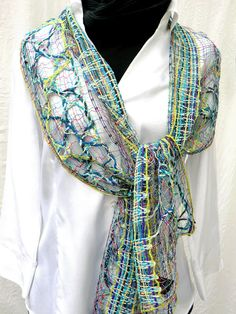 net scarf:  handmade bobbin lace out of wool, fine, light, washable, klöppeln, Spitze, dentelle, bolillos, article 893 #design #etsyretwt