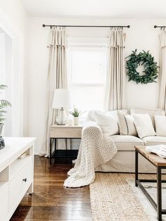 Cozy Winter Home Tour with living room inspiration, dining room inspiration and a whole lot of home Modern Farmhouse Interiors, Farmhouse Style, Modern Farmhouse Living Room Decor, Farmhouse Decor, Living Room Decor Curtains, Stoff Design, Paint Colors For Living Room, Living Room Neutral, Modern Living Room Paint