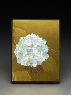 Box with a hydrangea flowertop