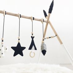 Mobili per bambini – Recycled Furnitures Ideas Baby Play, Baby Toys, Diy Baby Gym, Toddler Boy Gifts, Diy Bebe, Monochrom, Baby Needs, Baby Crafts, Baby Decor