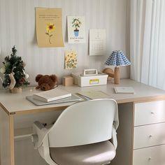 Study Room Decor, Cute Room Decor, Teen Room Decor, Room Ideas Bedroom, Bedroom Decor, Small Room Interior, Minimalist Room, Pretty Room, Aesthetic Room Decor
