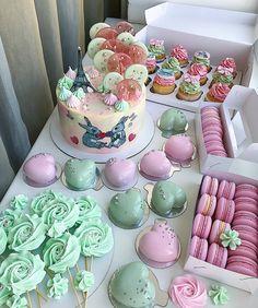 Доброе сладкое утро Вчерашний Кенди бар для малышки на двухлетие Очень много фото, листайте карусельку ⏩ Я прям без ума от него, люблю такие наборы до безумия По всем вопросам просьба писать в директ, а ещё лучше в вотсап (номер в профиле) бОльшую часть комментариев под фото не успеваем отслеживать! #InstaSize #kasadelika #cake #cakes #cupcake #cupcakes #cook_good #chefs_battle #vsco #vscocam #vscofood #vscogood #vscorostov #vscorussia #food #follow #foodpic #followme #foodporn #foo... Fancy Cakes, Mini Cakes, Cupcakes, Cupcake Cakes, Beach Cakes, Cake Board, Buttercream Cake, Frosting, Cake Decorating Techniques