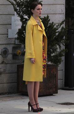 5x23 She looks like she's on Madmen. So fab. Loving the coat.  Peter Som Spring 2012 dress. Stella McCartney bag. Miu Miu shoes.