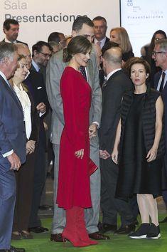 Queen Letizia of Spain Photos - King Felipe VI of Spain and Queen Letizia of Spain attend the opening of ARCO (Contemporary Art Fair) at Ifema on February 22, 2018 in Madrid, Spain. - Spanish Royals Attend The Opening Of The ARCO Fair 2018