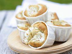 Muffins mit Ziegenkäse | http://eatsmarter.de/rezepte/muffins-mit-ziegenkaese