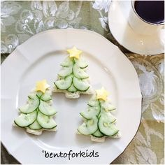 "432 Likes, 61 Comments - Ara ❤️ (@bentoforkids) on Instagram: "" #christmastree cucumber and cream cheese #teasandwiches"""