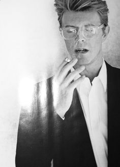 aestheticbullshit: style-cool-ture: Mr. Bowie … SMOKING.Pinkportrait: HOT