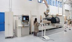 Oggi, la moderna struttura di 3500 mq è divisa in due stabilimenti. Nel primo stabilimento trova spazio l'area dedicata agli uffici, un'ampia mostra rivolta alle attrezzature e l'importante officina/magazzino, per l'assistenza, la manutenzione e la rigenerazione delle apparecchiature. Il secondo stabilimento è riservato all'area di progettazione e all'innovativa falegnameria per la produzione degli arredamenti su misura. CLICCA LA FOTO PER SAPERNE DI PIÙ