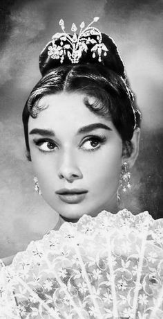 Audrey Hepburn-War and Peace- De data.whicdn.com