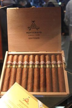 MONTECRISTO GRAND EDMUNDO EDICION 2010 - Google Search Cigars And Whiskey, Good Cigars, Pipes And Cigars, Cuban Cigars, Whisky, Montecristo Cigars, Cigar Art, Cigar Humidor, Cigar Room