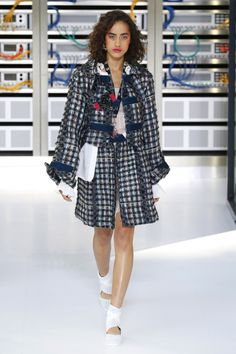 Chanel | Ready-to-Wear Spring 2017 | Look 6