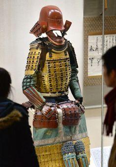鳥居元忠の遺品と伝えられる「紺糸素懸威二枚胴具足」(大阪市中央区)