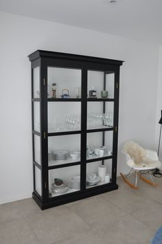 Vitrine cupboard in black and white. Option for customization in different colours and size, so you can make it personal.   #inspiration #home #handmade  http://www.kjeldtoft.com/
