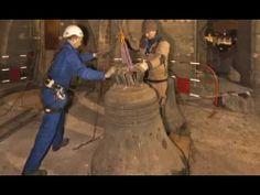 La dépose des cloches de Notre-Dame de Paris par campanistes Bodet.