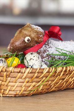 Bald ist Ostern und beim traditionellen Osterbrunch darf natürlich auch das Osterlamm nicht fehlen. Wicker Baskets, Teddy Bear, Decor, Easter Activities, Bakken, Recipies, Decoration, Teddy Bears, Decorating