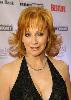 Country Female Singers, Country Music Singers, Amazing Women, Beautiful Women, Reba Mcentire, Summer Photos, Hair Dos, Boobs, Hairstyle