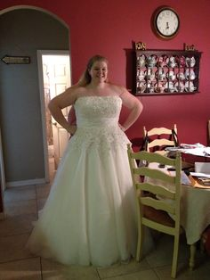Would love this if it was t length    http://boards.weddingbee.com/topic/plus-size-wedding-gown