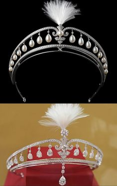 A belle epoque diamond and pearl aigrette, circa 1900, by Cartier. A tiara that can be hung with either sixteen pear-shaped diamonds and sixteen similarly shaped natural pearls. Though the diamond version does have an extra pear-shaped diamond that hangs down to rest on the forehead.