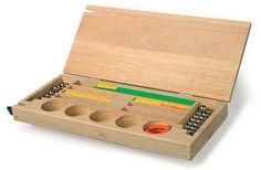 Kiste für Fädelperlen.  Praktisch und dekorativ - die Holzbox zur Aufbewahrung von Magnetstäben und Zubehör.14 Fächer in verschiedenen Formen für unterschiedliche Einzelteile! So bleibt alles geordnet und übersichtlicht! 36 x 16 cm