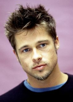 brad pitt with short brunette hair, featuring messy bangs, with platinum highlights, types of haircuts for men, popular in hollywood Mens Hairstyles 2018, Popular Mens Hairstyles, Cool Hairstyles For Men, Thin Hair Haircuts, Best Short Haircuts, Popular Haircuts, Cool Haircuts, Haircuts For Men, Messy Hairstyles