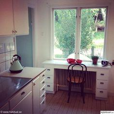 functionalist, kitchen renovation, kitchen, Bauhaus-style building, site built desk