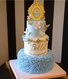 Cinderella themed cake by Elegant Temptations Inc. (IG: @etcakes) More