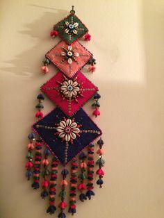 Türk el sanatı (keçe) Diy Crafts Hacks, Diy Home Crafts, Diy Arts And Crafts, Creative Crafts, Felt Crafts, Fabric Crafts, Diy Diwali Decorations, Felt Decorations, Door Hanging Decorations