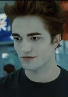 Edward Pattinson, Edward Cullen Robert Pattinson, Robert Pattinson Twilight, Twilight Movie Scenes, Twilight Videos, Twilight Pictures, Vampire Twilight, Twilight Cast, Twilight Bella And Edward