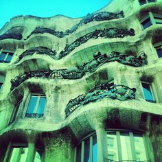 Fab city where you need to keep your gaze upwards. Places In Europe, Places To See, Barcelona Catalonia, Antoni Gaudi, Amazing Buildings, Spain And Portugal, Filming Locations, Beautiful Architecture, Vacation Spots
