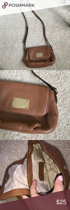 Brown Michel Kors cross body (small) Small Michael Kors cross body in brown. Adjustable strap. Has been used so there are some small scratches on the gold plate and some wear. Also a small white-ish spot that I wasn't able to remove (pictured above). Great bag for going out and traveling! Michael Kors Bags Crossbody Bags