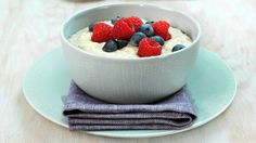 Byggrynsgrøt - Familien - Oppskrifter - MatPrat Frisk, Panna Cotta, Oatmeal, Cheesecake, Food And Drink, Pudding, Snacks, Dinner, Breakfast