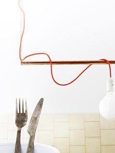Lampe: red wire & copper pipe -Lokal 54: Som en dans på rosor.