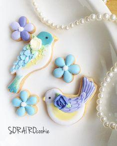 いいね!105件、コメント5件 ― @sorairo_117のInstagramアカウント: 「鳥のクッキー型を買ったので作りました♪ 夏っぽい色合いで♡ #アイシングクッキー#鳥#花#bird#flowers…」