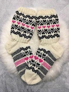 Sairaasti sukkaa: Mustavalkoiset kirjoneulesukat Marimekko, Knitting Socks, Diy, Fashion, Knit Socks, Moda, Bricolage, Fashion Styles, Do It Yourself