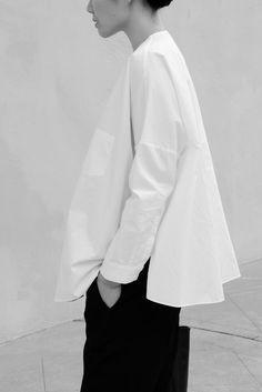 Simple White V-Neck Long Sleeves Blouse Silhouette Mode, Insta Bio, Pantalon Cargo, Style Outfits, White V Necks, Cotton Style, White Shirts, Blouse, Outfit