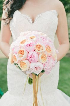 peach and pink garden roses Photography by onelove-photo.com   Event + Floral Design + Coordination by artisanevents.net    Read more - http://stylemp.com/sm4