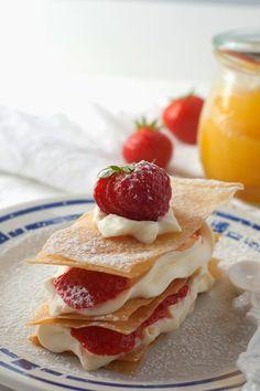 Heres the recipe :) 1 c. flour ½ c. butter, softened ¼ c. powdered sugar Dash of salt 3 eggs 1 oz. cream cheese 2 T. flour 1 ½ c. sugar ¼ c. fresh-squeezed lemon juice c. strawberries 2 T. sugar 1 t. Paris Desserts, Fancy Desserts, Lemonade Bar, Strawberry Lemonade, Yummy Treats, Yummy Food, Fun Food, Deli Food, Delicious Deserts