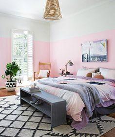 Κάντε το χώρισμα των δύο αποχρώσεων ψηλά στον τοίχο σας για να δείξει το δωμάτιο πιο ψηλό.