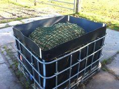 1000 liter vat ombouwen tot slowfeeder Hay Feeder For Horses, Horse Feeder, Horse Hay, Horse Paddock, Round Bale Feeder, Horse Shelter, Horse Care Tips, Slow Feeder, Farm Fun