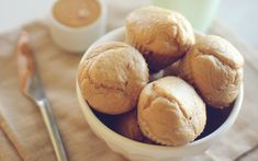 Peanut Butter Protein Muffins- Made these today pretty good, but need a different sweetener. Peanut Butter Muffins, Peanut Butter Protein, Peanut Butter Banana, Ice Cream For Breakfast, Protein Muffins, Protein Snacks, Protein Bars, Good Food, Yummy Food